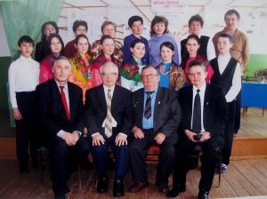 Петр Апакаев с коллективом